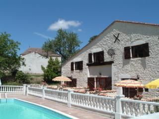 Les Granges (Marguerite) - holiday gite with pool - Sainte Foy-la-Grande vacation rentals