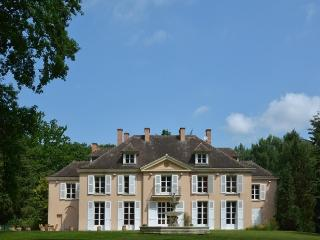 Bright 7 bedroom Manor house in Rambouillet with Satellite Or Cable TV - Rambouillet vacation rentals