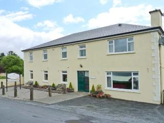 LOUGH GARA LODGE, en-suite facilities, WiFi, Wii with games, garden with furniture, Ref 913340 - Rathmadder vacation rentals