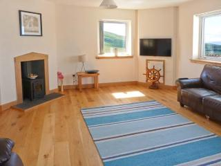 APARTMENT, all ground floor, woodburning stove, WiFi, patio with furniture, Ref 913145 - Uig vacation rentals