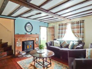 28 STONE COTTAGE, en-suite facilities woodburning stove, feature beams, WiFi, Ref 913819 - Thorington vacation rentals