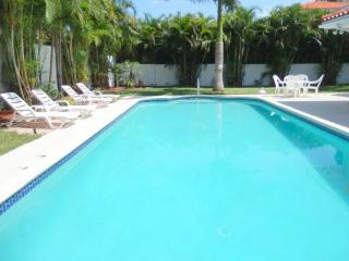 Stunning Walk to Beach 5/5 Pool Aventura Area 399 - Florida South Atlantic Coast vacation rentals