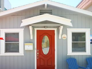Adorable Red Door  Mission beach Cottage - Pacific Beach vacation rentals