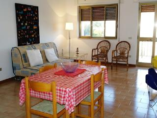 Nice 2 bedroom Taranto Apartment with Internet Access - Taranto vacation rentals