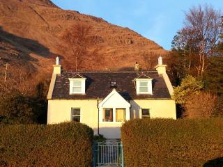 2 bedroom Cottage with Water Views in Torridon - Torridon vacation rentals