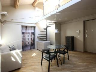 Ferrini Home Appartamento con camera da letto - Catania vacation rentals