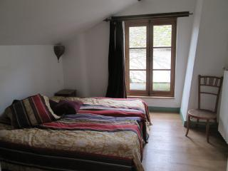 Romantic 1 bedroom Versailles Gite with Internet Access - Versailles vacation rentals