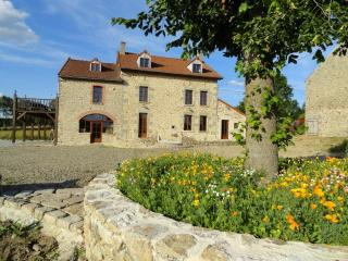 Nice Gite with Internet Access and Garden - Creuse vacation rentals