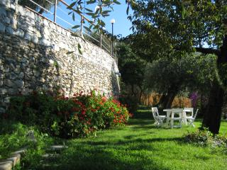 Comfortable 2 bedroom Chiavari House with Internet Access - Chiavari vacation rentals