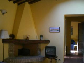 Cozy 2 bedroom Farmhouse Barn in Monticiano - Monticiano vacation rentals