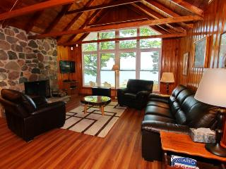 Nice 3 bedroom Wiarton Cottage with Deck - Wiarton vacation rentals