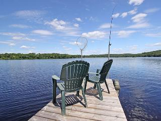 Beautiful Quiet Cottage on Fox Lake in Huntsville - Huntsville vacation rentals