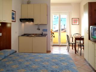 Residence Algarve Bilocale 4 pax - Rimini vacation rentals