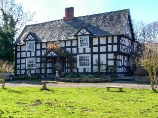 WHITE HOPTON HOUSE, 17th century, detached, over three floors, woodburning - Mellington vacation rentals