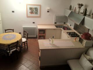 2 bedroom Condo with Deck in Monteriggioni - Monteriggioni vacation rentals