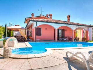 BeB Villa Gloriana ( Camera Quadrupla ) - Castelnuovo del Garda vacation rentals