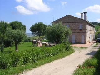 Nice Farmhouse Barn with Parking and Grill - Monterubbiano vacation rentals