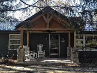 Cozy Mountain home near Greenbriar & Homeste - Covington vacation rentals