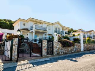 Casa Bruja:private heated pool, wifi, golf, views - Alhaurin el Grande vacation rentals