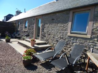 Cockle Kitty on organic farm, river, views, WiFi - Kelso vacation rentals