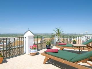 Charming 5 bedroom Medina-Sidonia House with Internet Access - Medina-Sidonia vacation rentals