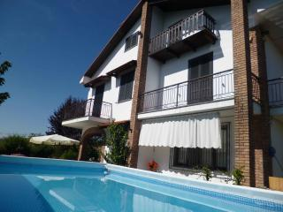 4 bedroom House with Internet Access in Dogliani - Dogliani vacation rentals