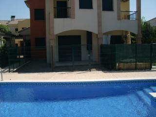 Nice House with Dishwasher and A/C - Miami Platja vacation rentals