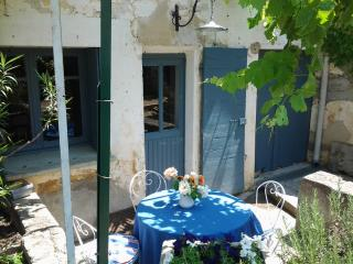 2 bedroom House with Internet Access in Gargas - Gargas vacation rentals