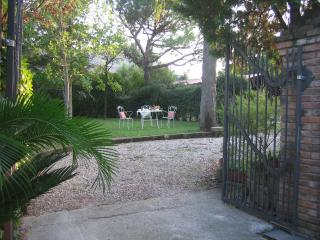 Beautiful 2 bedroom Arqua Petrarca Guest house with Internet Access - Arqua Petrarca vacation rentals