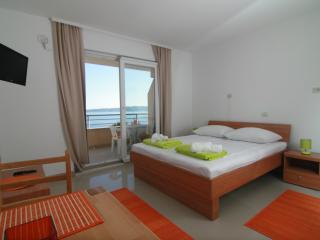 Nice Studio with Internet Access and Garden - Brela vacation rentals