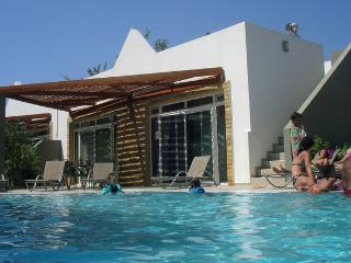 Beautiful Makry-Gialos vacation Bungalow with A/C - Makry-Gialos vacation rentals