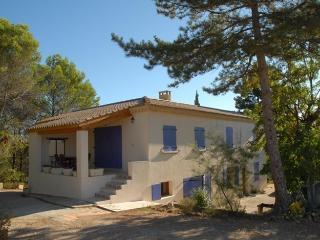 Cozy 3 bedroom Saint-Julien-de-Peyrolas House with Internet Access - Saint-Julien-de-Peyrolas vacation rentals