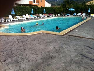 Confortevole villa con tutti i confort al mare - Campofelice di Roccella vacation rentals