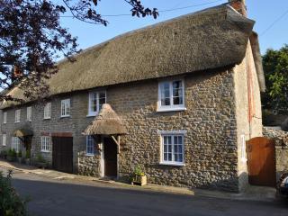 Charming 2 bedroom Cottage in Burton Bradstock - Burton Bradstock vacation rentals