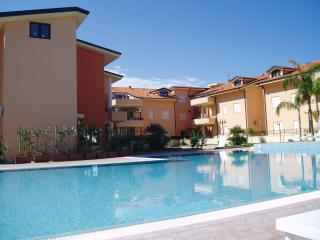 Bright 2 bedroom Condo in Pizzo with A/C - Pizzo vacation rentals