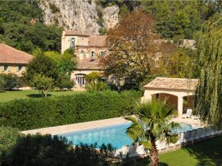 La Bergerie - wifi, charm, history with modern conveniences atMoulin de la Roque - Saint-Remy-de-Provence vacation rentals