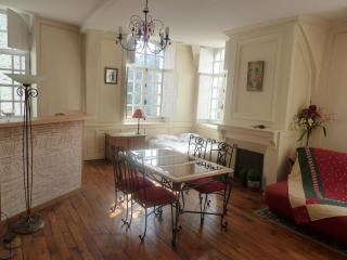 Romantic 1 bedroom Rennes Gite with Internet Access - Rennes vacation rentals