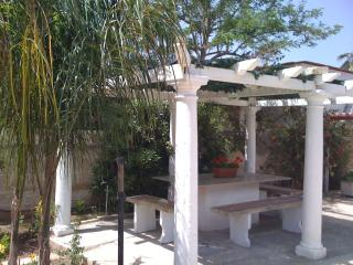 Bright 2 bedroom Punta Prosciutto House with Deck - Punta Prosciutto vacation rentals