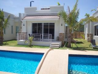 Wonderful 2 bedroom Villa in Kui Buri with Internet Access - Kui Buri vacation rentals