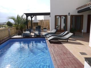 Bright 4 bedroom Banos y Mendigo Villa with Internet Access - Banos y Mendigo vacation rentals