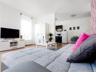 Grand Penthouse 3BR - Wifi/Balcony - 2 - Budapest vacation rentals