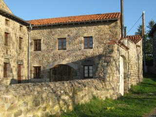3 bedroom Gite with Fireplace in Saint-Pal-de-Chalencon - Saint-Pal-de-Chalencon vacation rentals