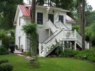 """Banana"" Caribbean-inspired, Studio Apartment - Beaufort vacation rentals"