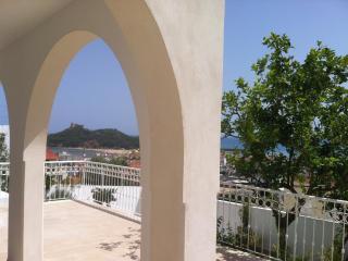 Dar Mina, belle vue, jardin, mer, centre ville - Tabarka vacation rentals