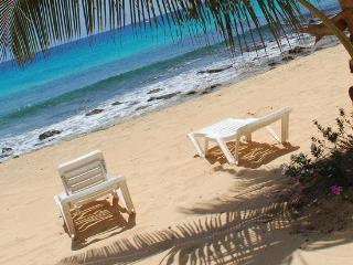 Beachfront 1 bedroom apartment Porto Antigo - Santa Maria vacation rentals