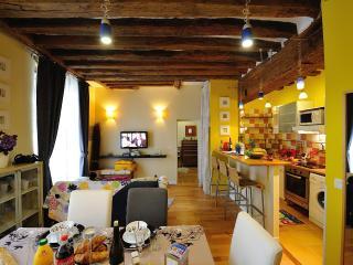 B1DF Four by Four - Paris vacation rentals