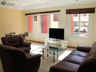 1BR apartment with swimming pool, well located in Pattaya - Pattaya vacation rentals