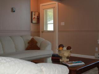 Charming 2 bedroom House in Defiance - Defiance vacation rentals