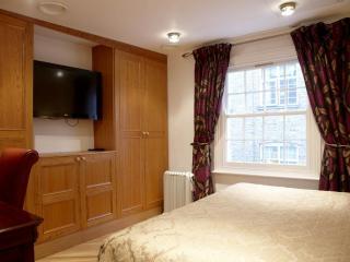 Westminster 2 Bedroom Flat - London vacation rentals