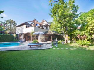 4 bedroom villa tuju Seminyak - Kuta vacation rentals